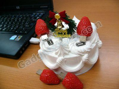Strawberry Christmas cake USB hub