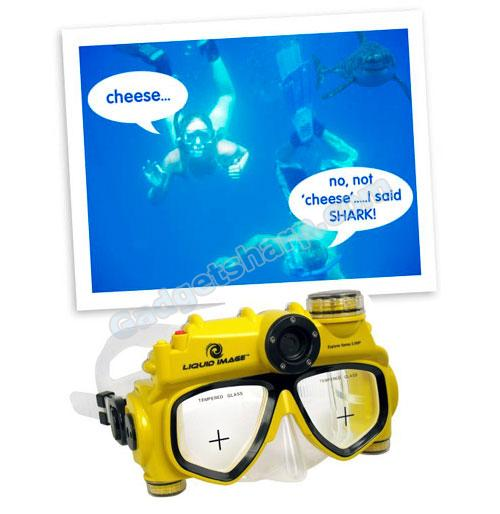 World?s First Swimming Mask with Integrated 5MP Digital Camera