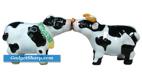 Mwah Magnetic Cow and Bull Salt and Pepper Shaker Set